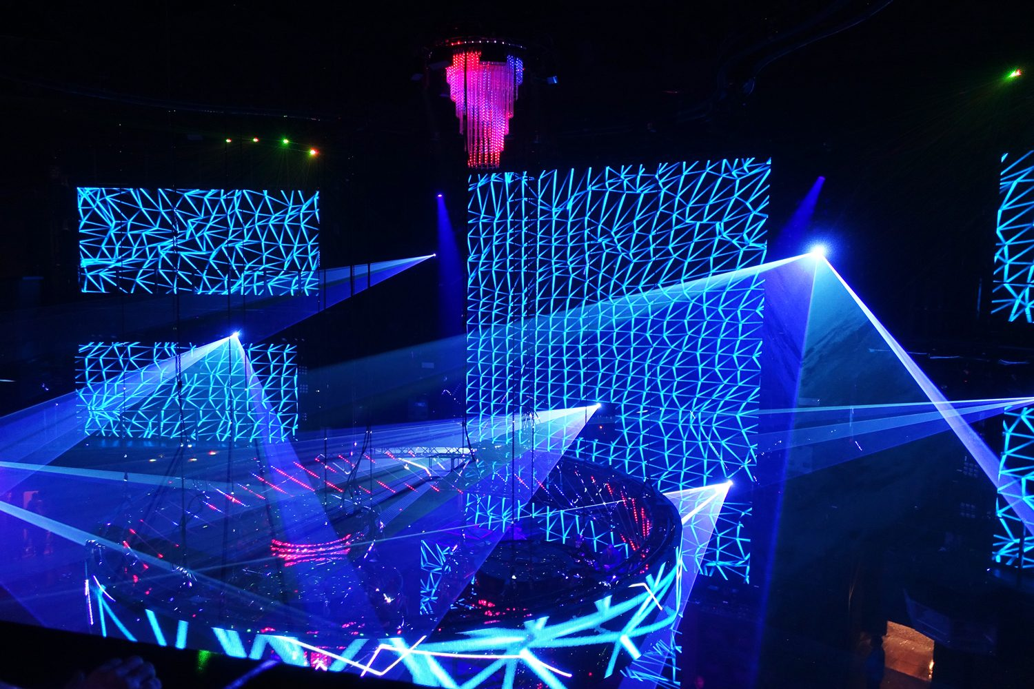 Cove Manilla Festival Event Lighting Light Show LED Spot Lights with LED Screens and Curved LED Screens
